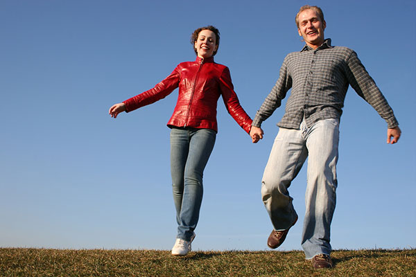 bigstock-running-couple-with-natural-li-12966863